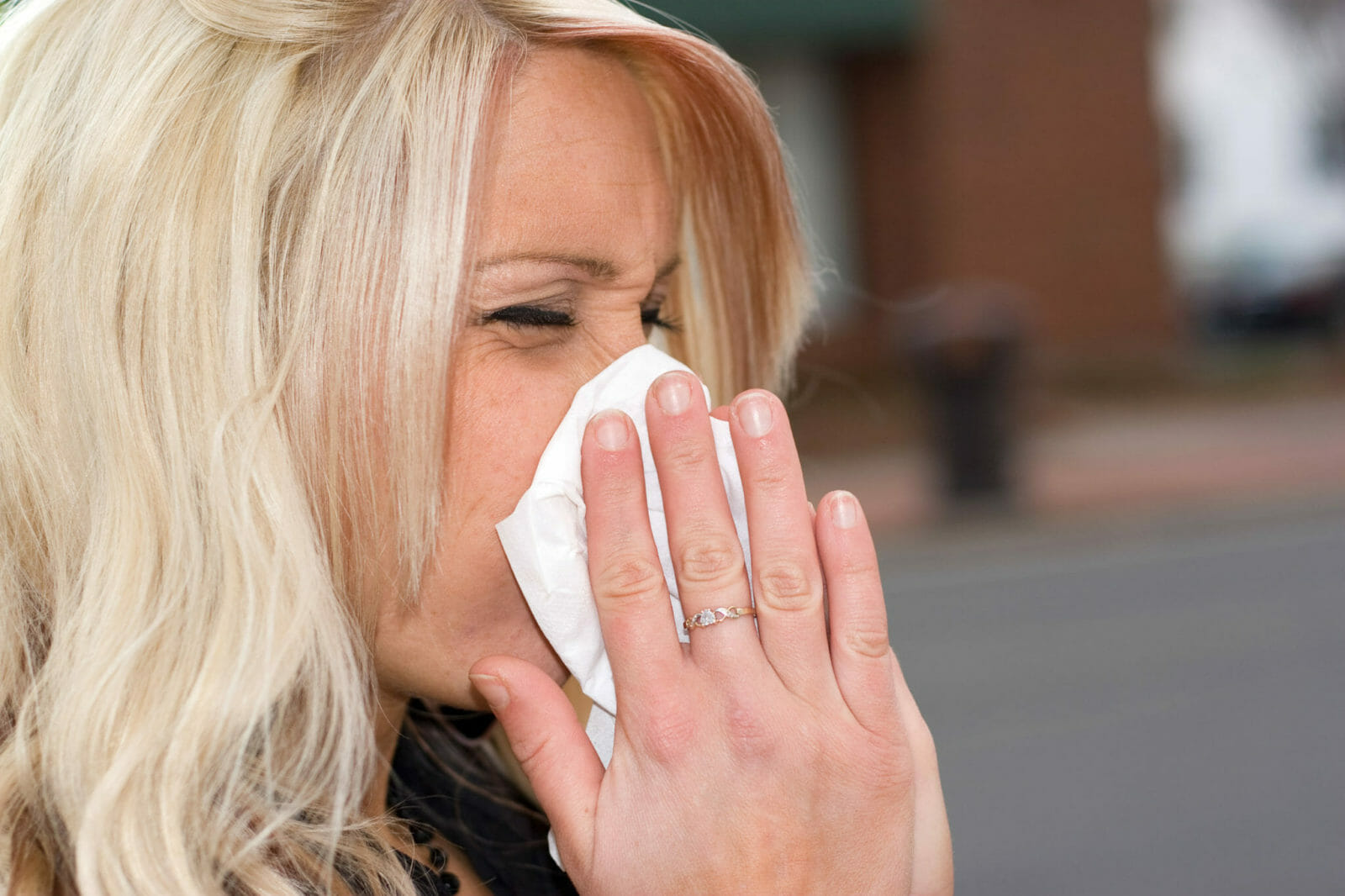 10 Natural Ways to Combat Spring Allergies